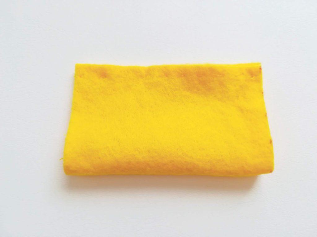筒状に縫い合わせたフェルト