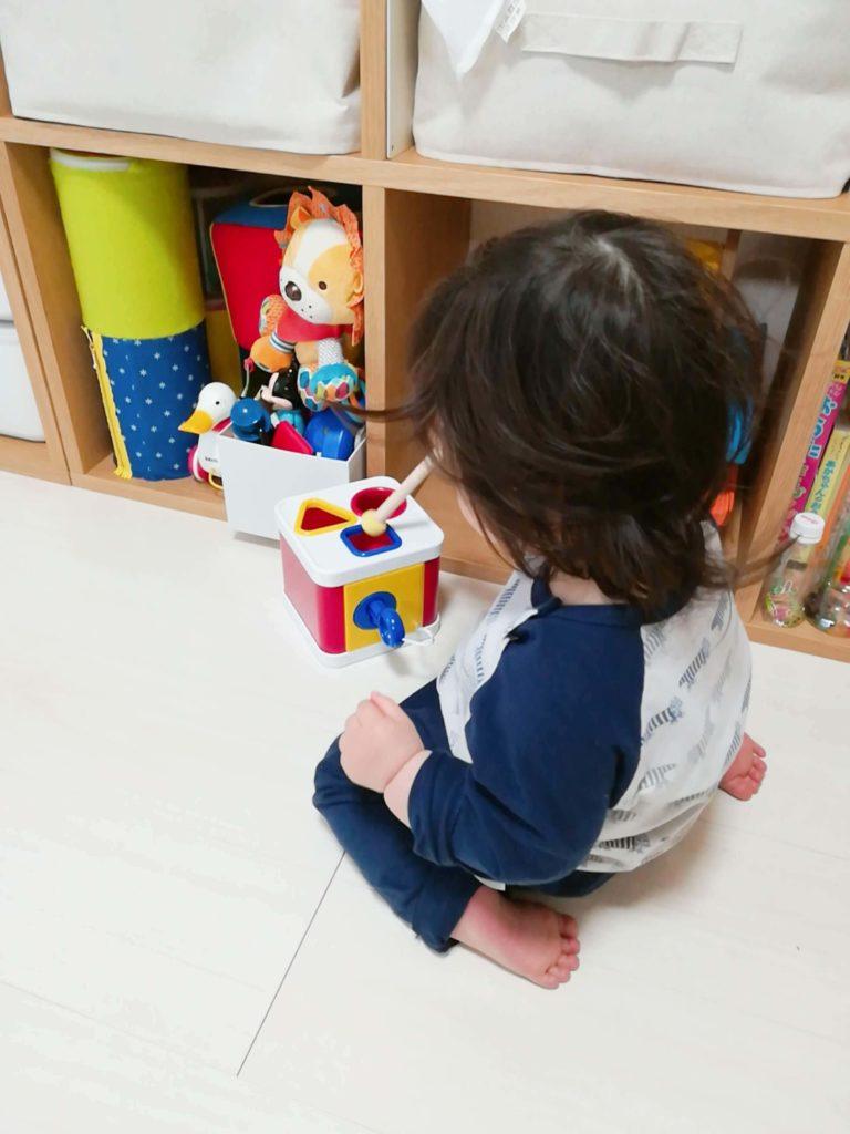 サブスクリプション型おもちゃレンタルサービス「TOYBOX(トイボックス)」から届いたおもちゃ・知育玩具で遊ぶ娘の様子