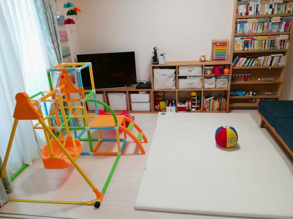 2LDK賃貸に室内用ジャングルジムを設置した光景