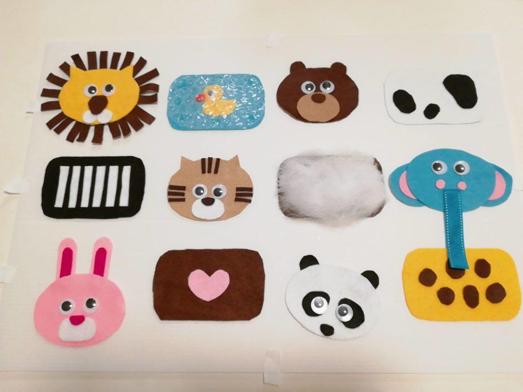 センサリーボードの各動物パーツを貼った図