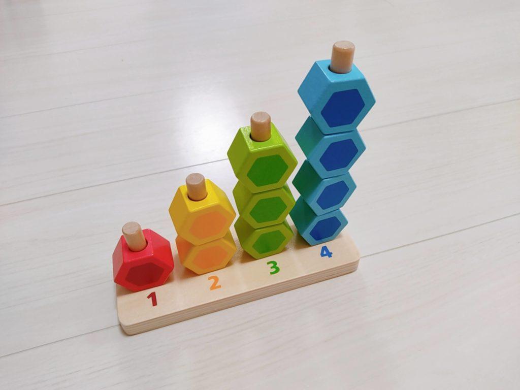 1歳7ヶ月娘にTOYBOXからレンタルしたおもちゃ・知育玩具:「カウンティングスタッカー」