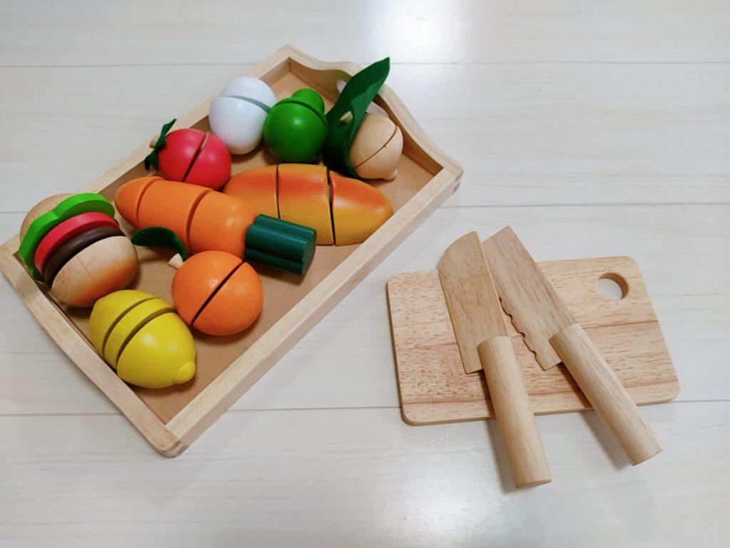 1歳7ヶ月娘にTOYBOXからレンタルしたおもちゃ・知育玩具:「ままごといっぱいセット」