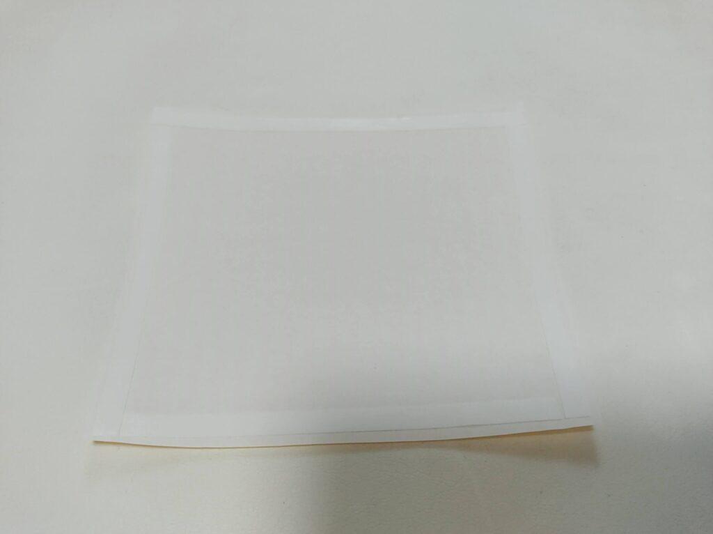 カラーセロファンとトイレットペーパーの芯で作る「色めがね」の作り方