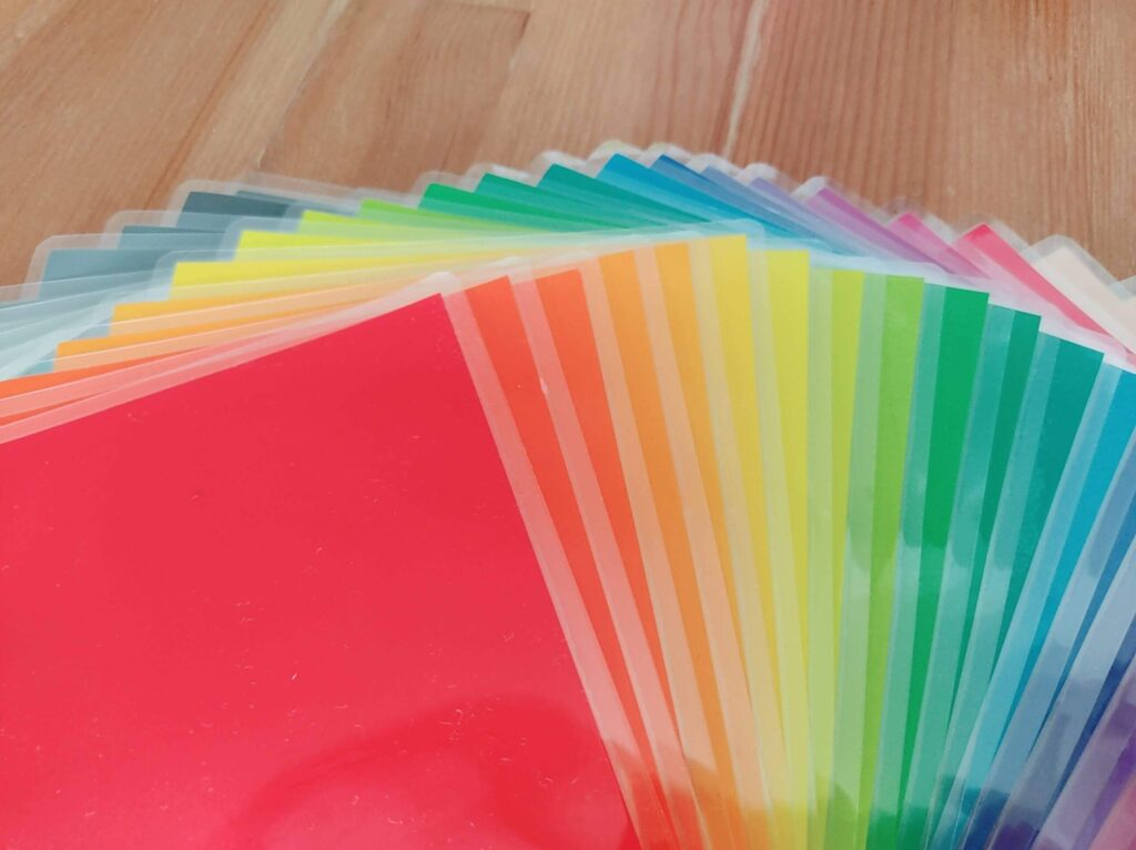 子供の色彩感覚を伸ばす色彩カードの作り方・遊び方